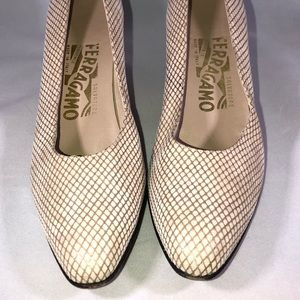 Ferragamo white/gold cross cross pattern pumps